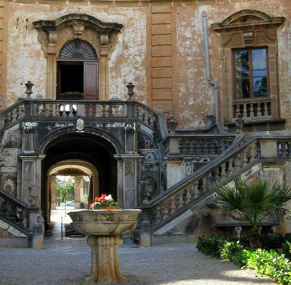 Courtyard, Palermo, Sicily, Italy
