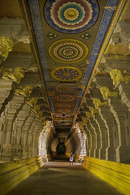 Corridor of one thousand pillars at Ramanathaswamy Temple, Tamil Nadu / India